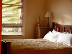 cottage1_bedroom.jpg