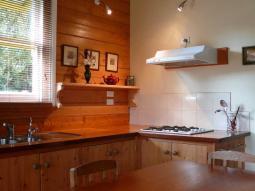 cottage2_kitchen.jpg
