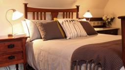 CoachHouse-bed9.jpg
